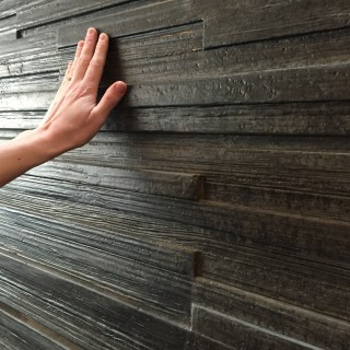 betongvägg som ser ut som laserad trä